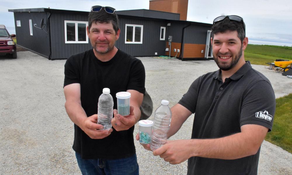 Ils récupèrent 600 000 bouteilles en plastique et fabriquent une maison avec